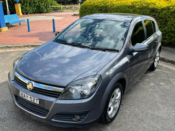 Passengers front side view used Astra automatic for sale