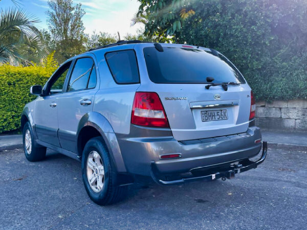 Used Sorento for sale - rear side view with tow bar and roof rack bars