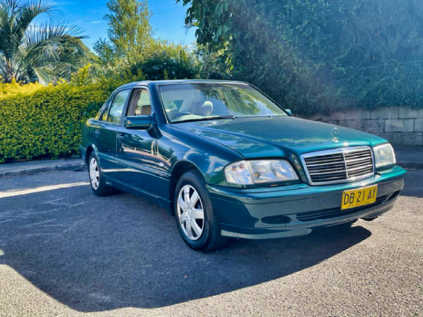 Mercedes Benz C180 for sale - driver side front side view