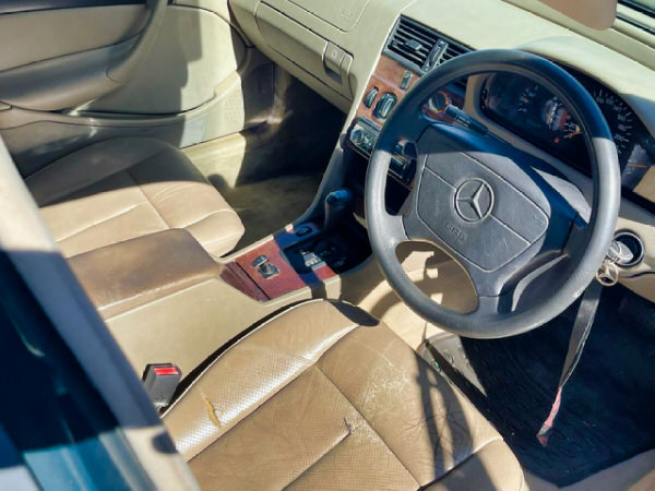 Mercedes Benz C180 - view from the driver's seat