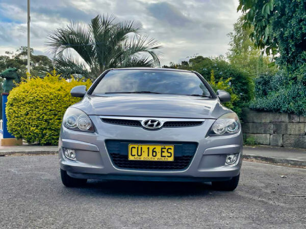 Hyundai i30 for sale - automatic model - front straight on view