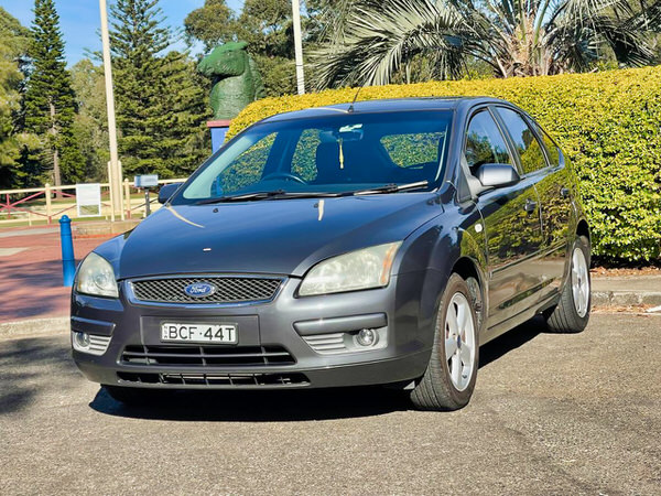 Ford Focus for sale - automatic model - view from front passenger side view